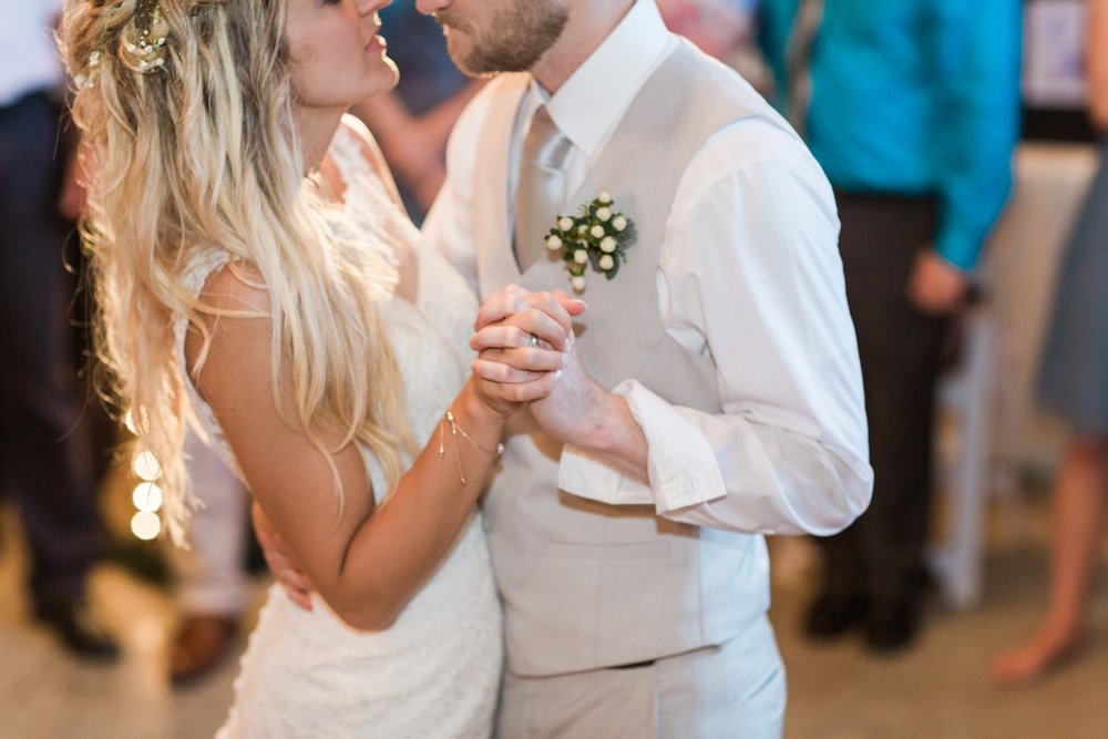 Barn-on-Maryland-Ridge-Indiana-Wedding-Photography-Chloe-Luka-Photography_7903.jpg