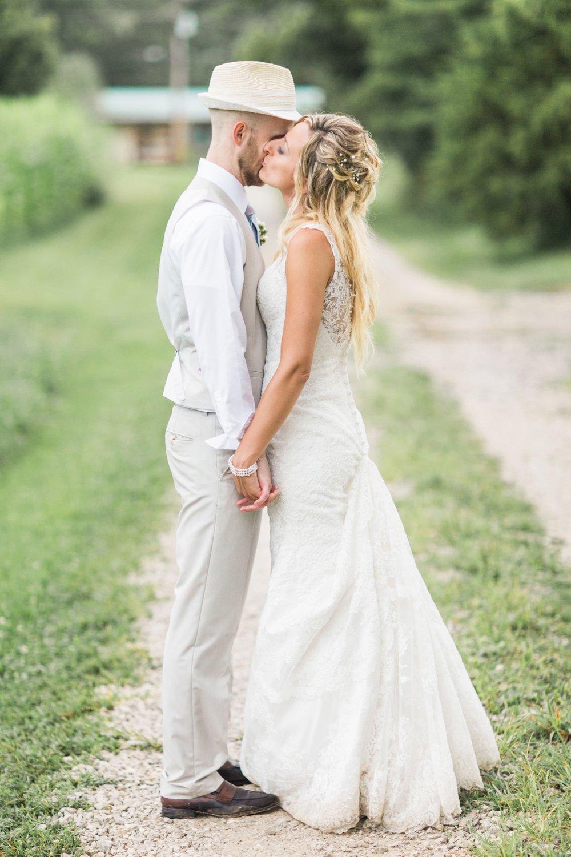Barn-on-Maryland-Ridge-Indiana-Wedding-Photography-Chloe-Luka-Photography_7912.jpg