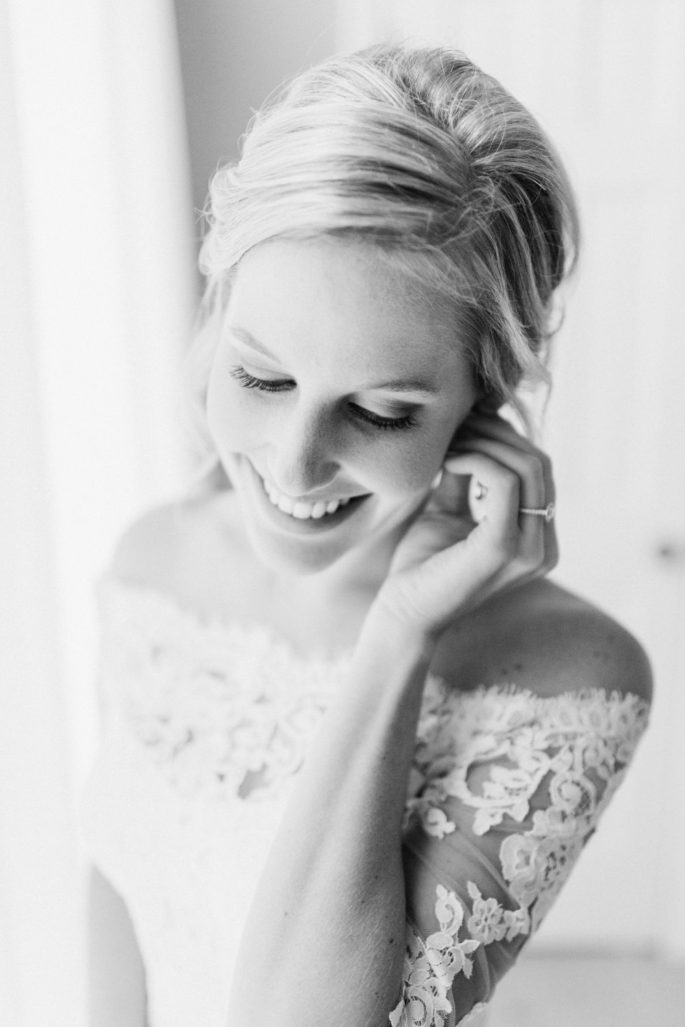 Joe-Katie-Stylish-Elegant-Blush-Gold-Fall-Indiana-Film-Wedding-Photographer_7966.jpg