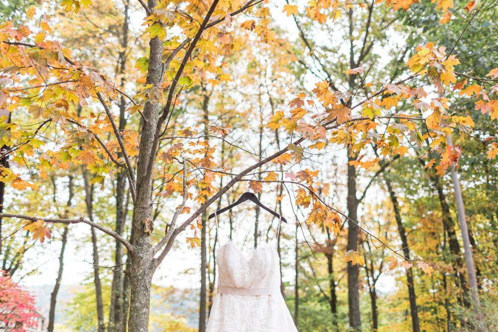 Jill-Rob-Outdoor-Fall-Ohio-Wedding-Photographer-Grand-Barn-at-the-Mohicans_8133.jpg