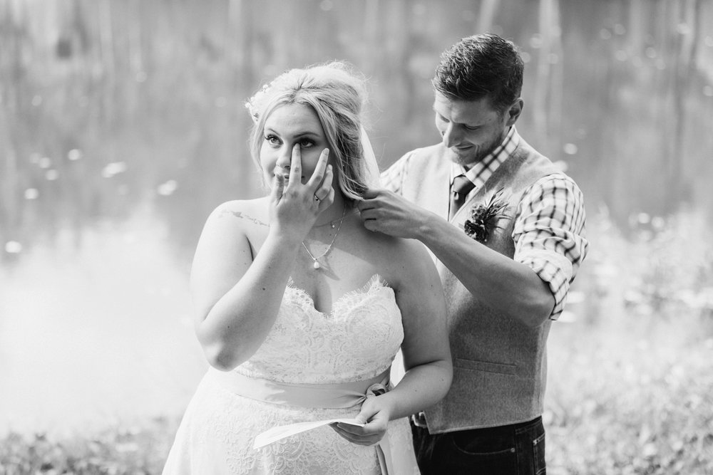 Jill-Rob-Outdoor-Fall-Ohio-Wedding-Photographer-Grand-Barn-at-the-Mohicans_8177.jpg