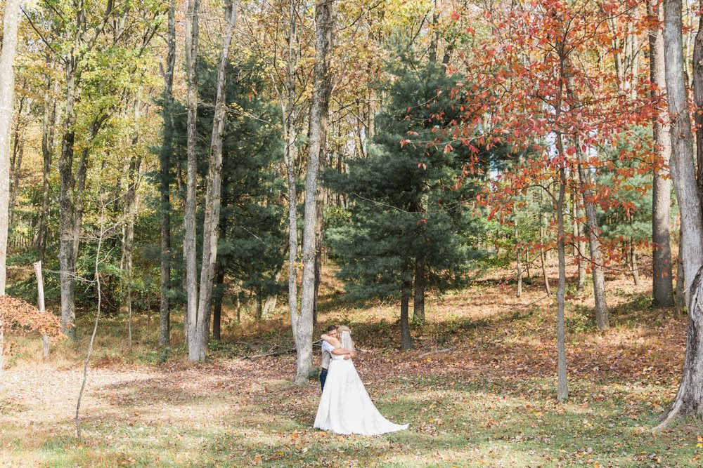 Jill-Rob-Outdoor-Fall-Ohio-Wedding-Photographer-Grand-Barn-at-the-Mohicans_8176.jpg