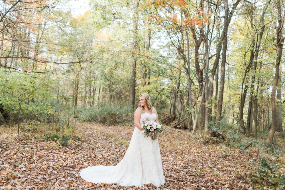 Jill-Rob-Outdoor-Fall-Ohio-Wedding-Photographer-Grand-Barn-at-the-Mohicans_8213.jpg