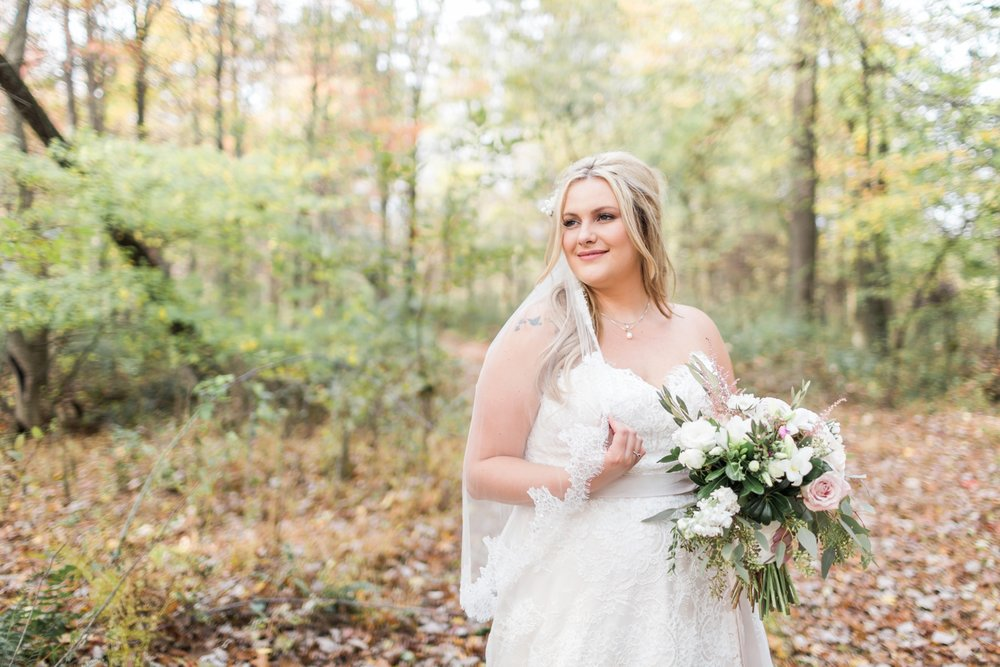 Jill-Rob-Outdoor-Fall-Ohio-Wedding-Photographer-Grand-Barn-at-the-Mohicans_8223.jpg
