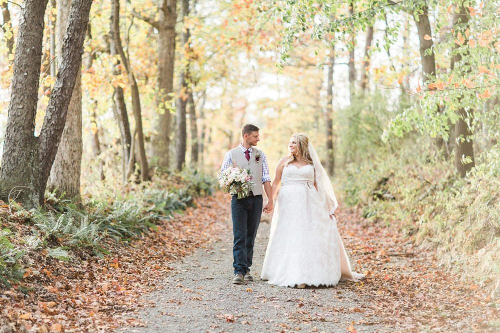 Jill-Rob-Outdoor-Fall-Ohio-Wedding-Photographer-Grand-Barn-at-the-Mohicans_8262.jpg