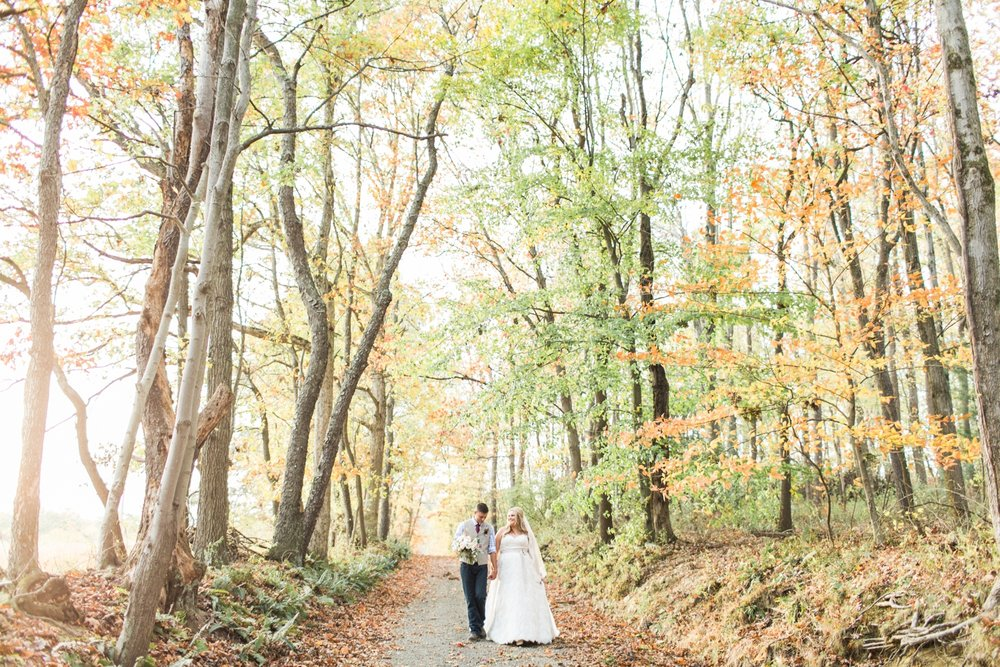 Jill-Rob-Outdoor-Fall-Ohio-Wedding-Photographer-Grand-Barn-at-the-Mohicans_8266.jpg