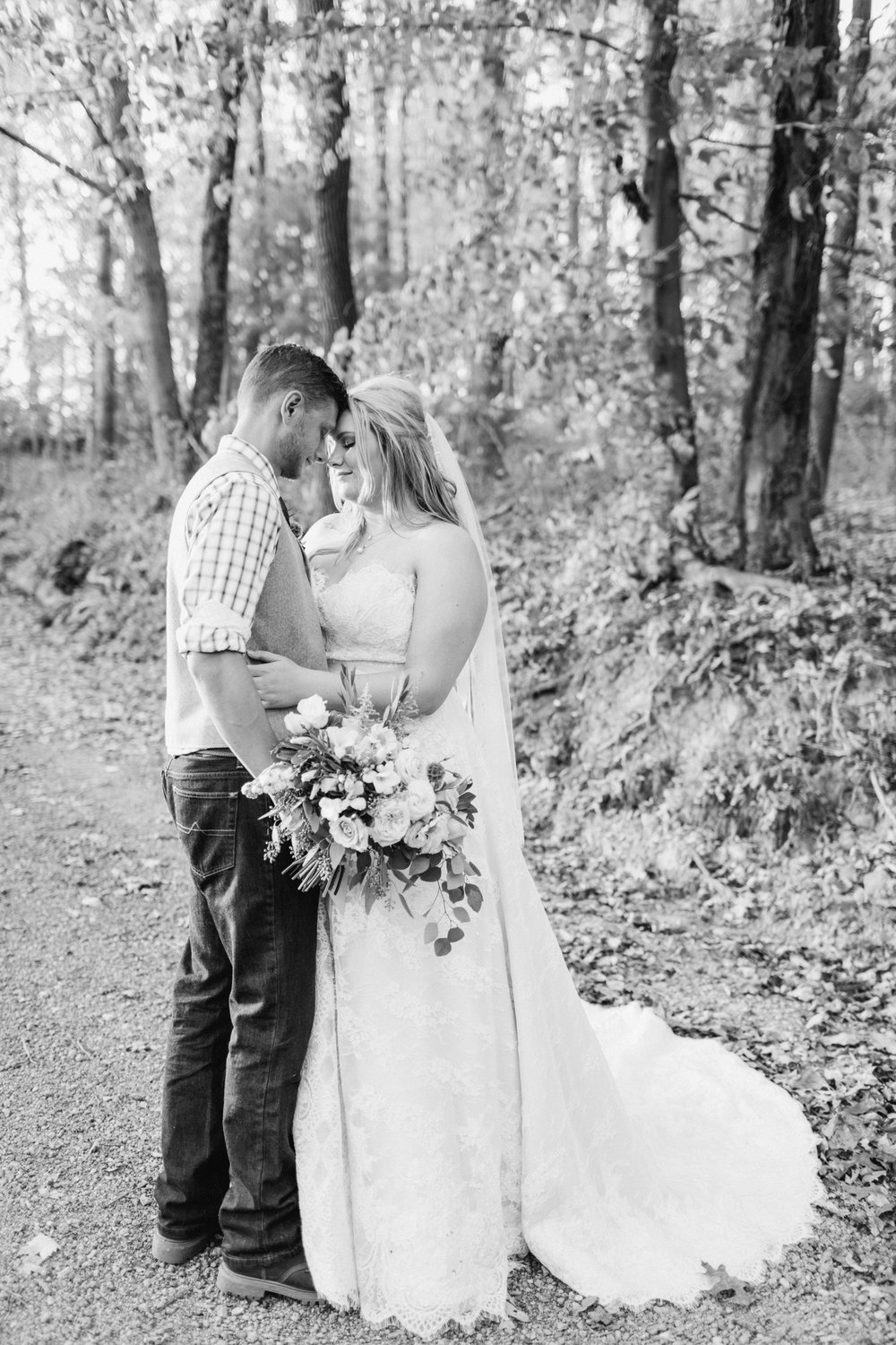 Jill-Rob-Outdoor-Fall-Ohio-Wedding-Photographer-Grand-Barn-at-the-Mohicans_8267.jpg