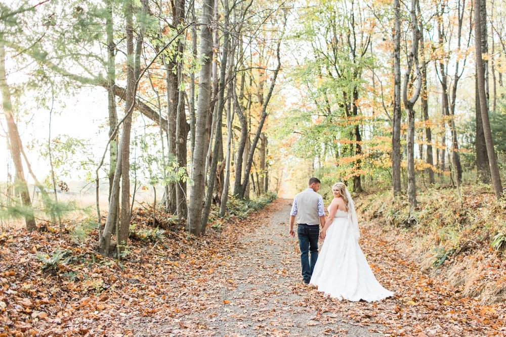 Jill-Rob-Outdoor-Fall-Ohio-Wedding-Photographer-Grand-Barn-at-the-Mohicans_8272.jpg
