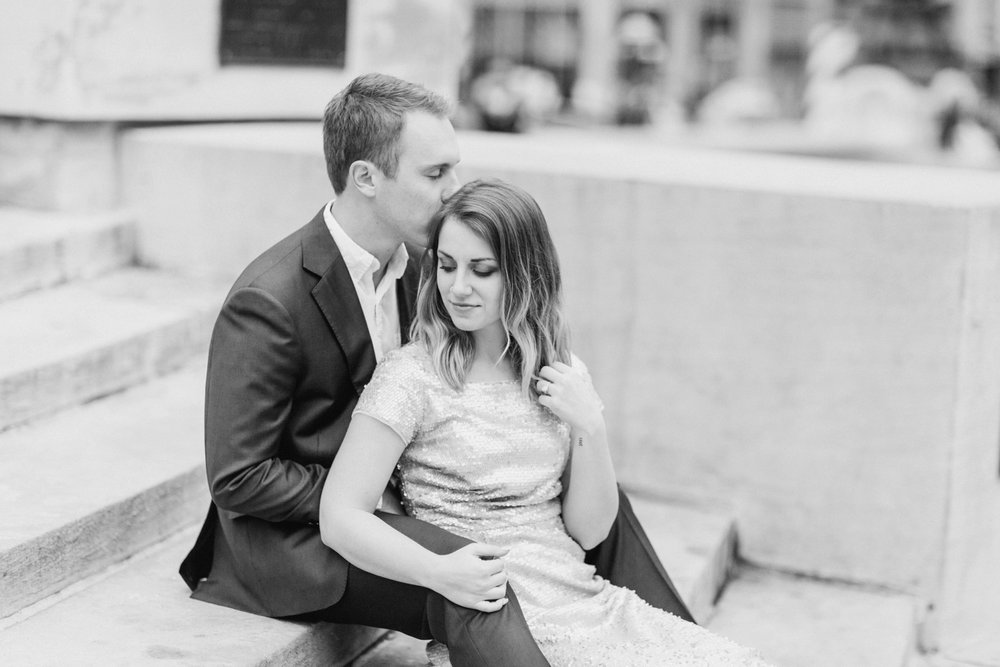 monument-circle-downtown-indianapolis-indiana-engagement-session_9435.jpg