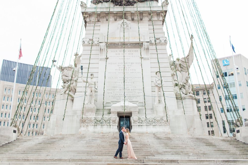 monument-circle-downtown-indianapolis-indiana-engagement-session_9436.jpg