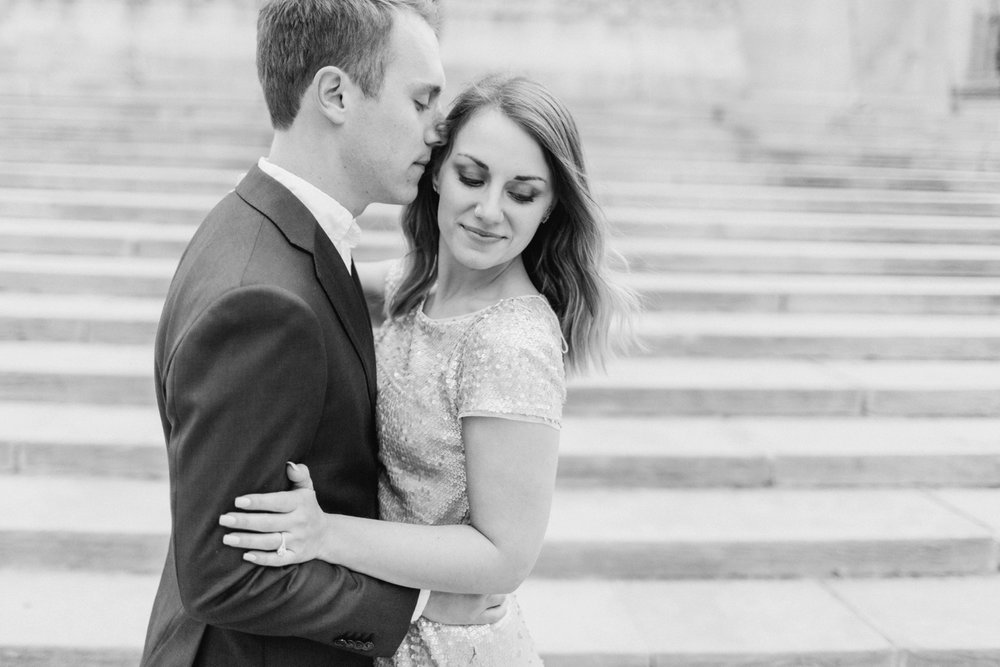 monument-circle-downtown-indianapolis-indiana-engagement-session_9440.jpg