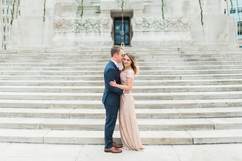 monument-circle-downtown-indianapolis-indiana-engagement-session_9441.jpg