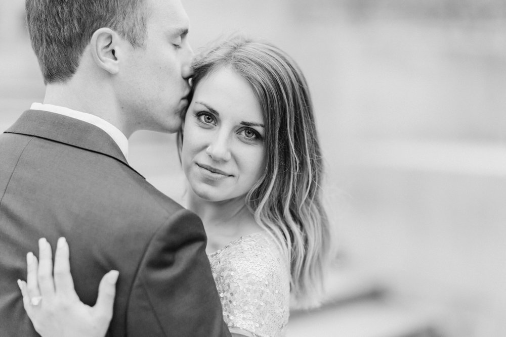 monument-circle-downtown-indianapolis-indiana-engagement-session_9445.jpg