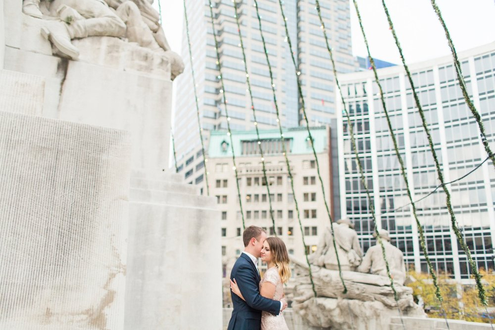 monument-circle-downtown-indianapolis-indiana-engagement-session_9458.jpg
