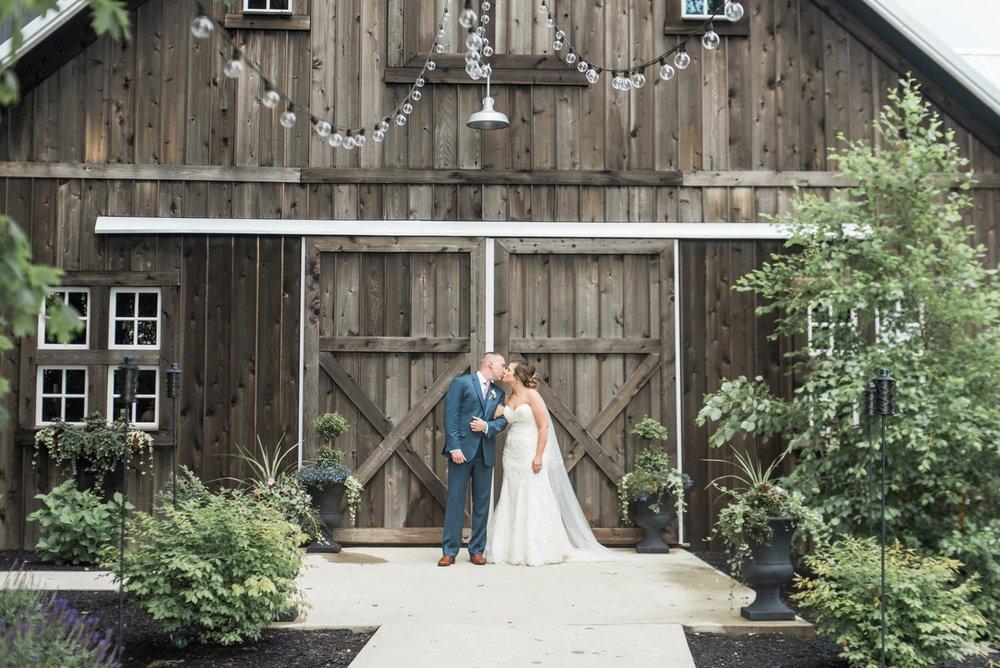 barn-at-kennedy-farm-indiana-wedding-photography_0406.jpg