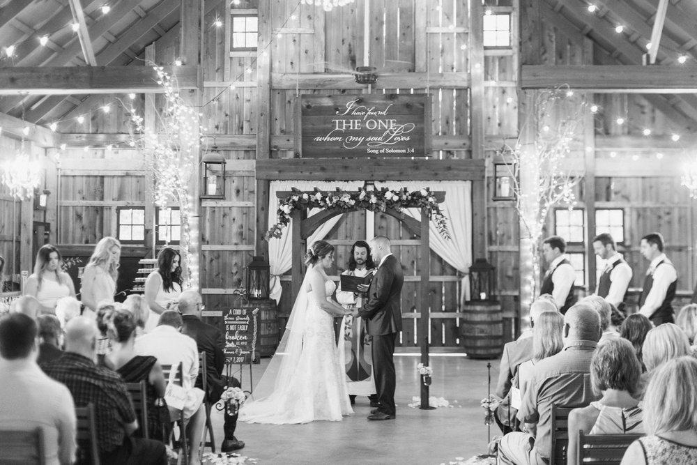 barn-at-kennedy-farm-indiana-wedding-photography_0421.jpg
