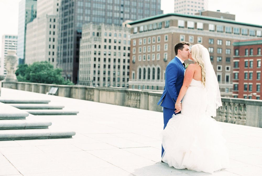 regions-tower-rooftop-wedding-downtown-indianapolis_0717.jpg