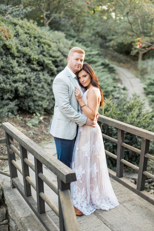 Indianapolis-Indiana-Engagement-Photographer-Newfields-Wedding-Photography_5263.jpg