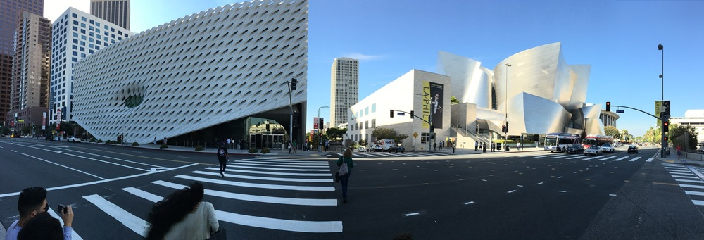 A la izquierda, The Broad. A la derecha el Walt Disney Concert Hall.