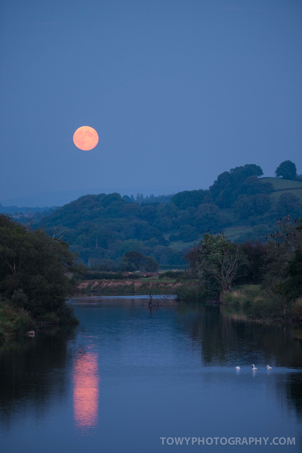 Beautiful reflection from the Moon on the Towy