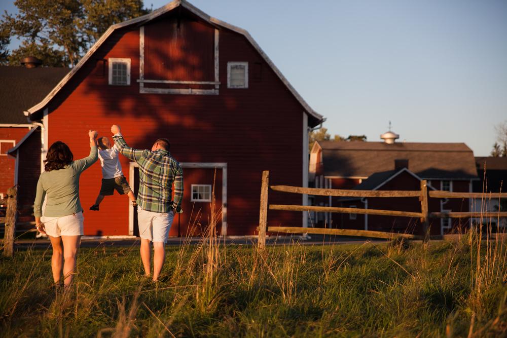 ariel_hawkins_photography_barn_knox_farms_east_aurora_ny.jpg