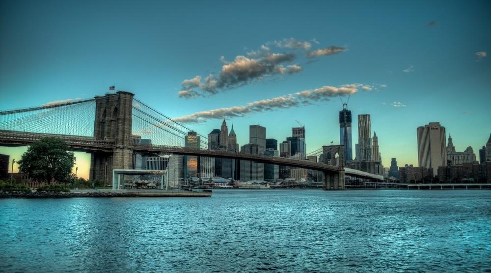 The-Brooklyn-Bridge-In-The-Early-NYC-Morning-1024x569.jpg