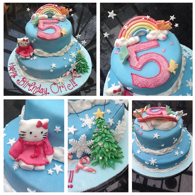 """Hello Kitty"" Christmas cake"