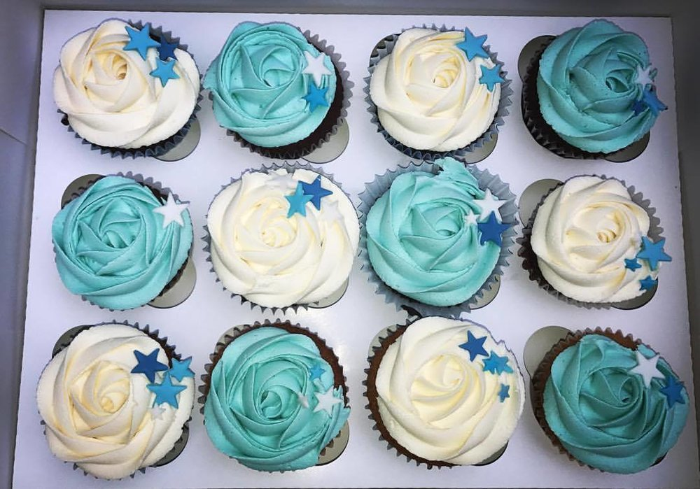 Blue & White Stars Cupcakes.
