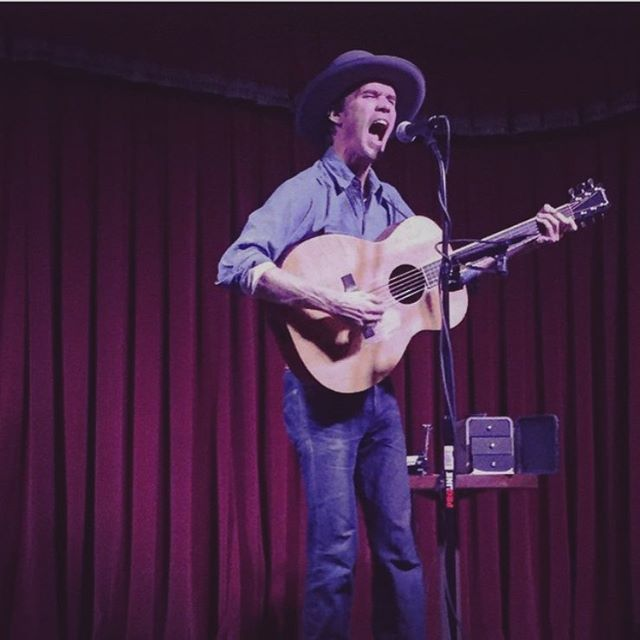 Singer songwriter @williewatsongs