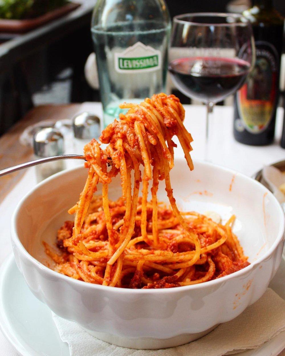 Spaghettoni all'amatriciana con guanciale di Norcia @ La Scala   Spaghettoni with bacon, tomato sauce, sheep milk cheese