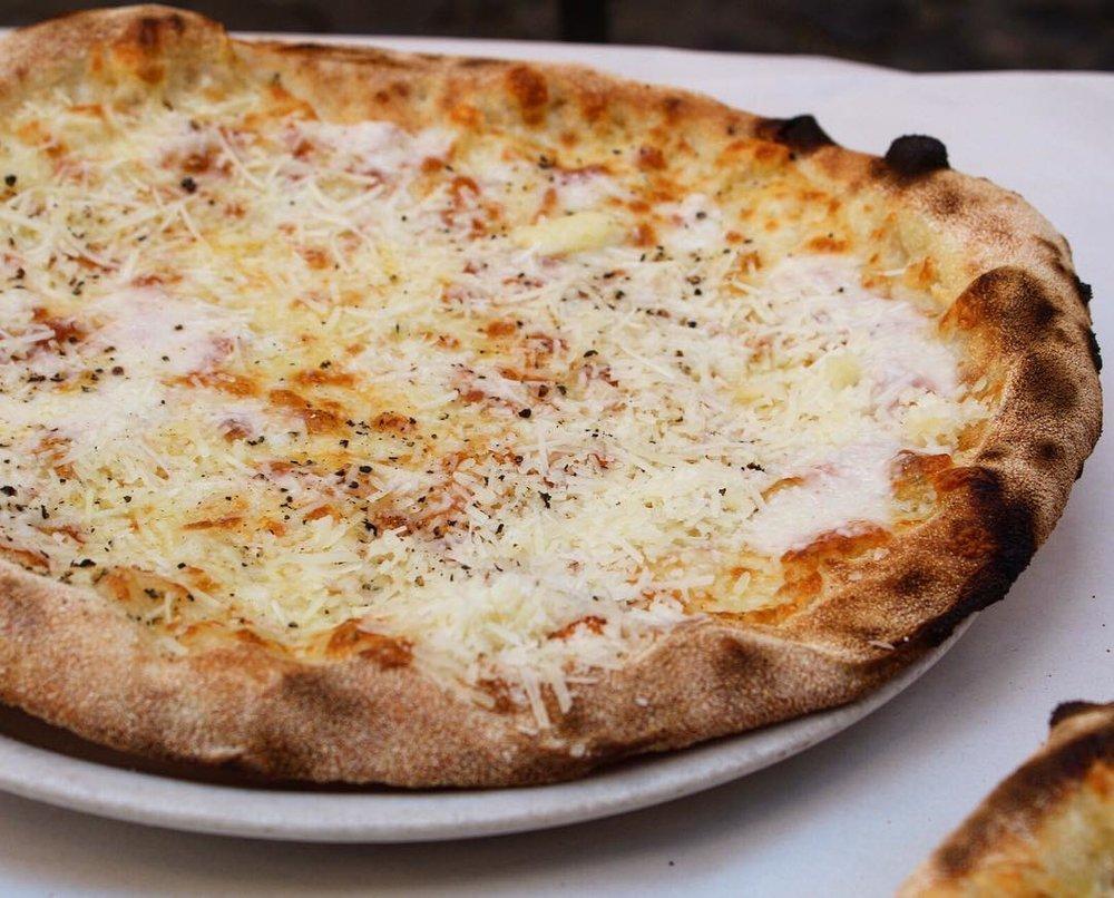 Cacio e pepe pizze @ Dar Poeta   Mozzerella, pecorino, black pepper
