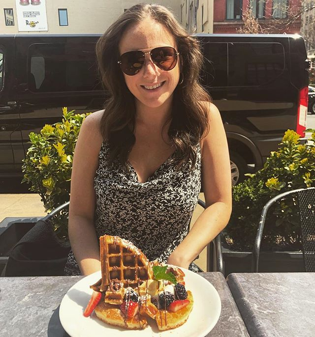 Couldn't believe I was actually sitting outside for brunch with NO JACKET ON so I had to take a picture 🤷🏻‍♀️ ☀️ Thanks for having me today @adorolei