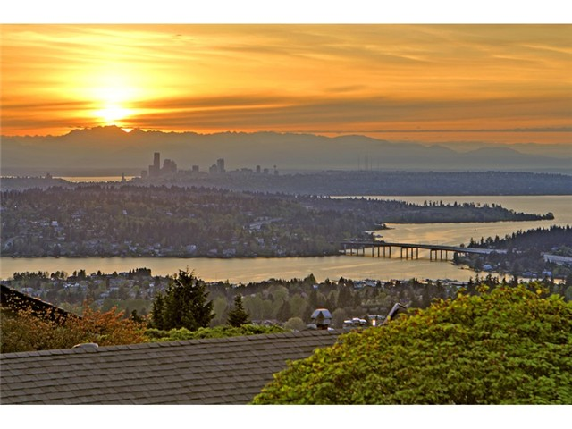 139th Avenue SE, Bellevue   Sold for $1,215,000    Represented the Seller    5 BD | 2.5 BA | 21 DOM