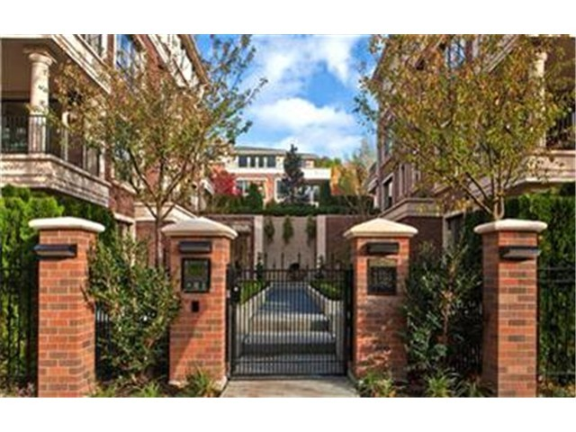 Broadway Avenue E, Seattle    Sold for $1,075,000    Represented the Buyer    2 BD | 2.25 BA