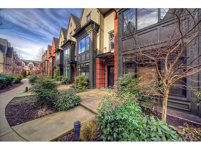 NE 12th Place, Bellevue   Sold for $638,000    Represented the Buyer    3 BD | 2.5 BA | 178 DOM