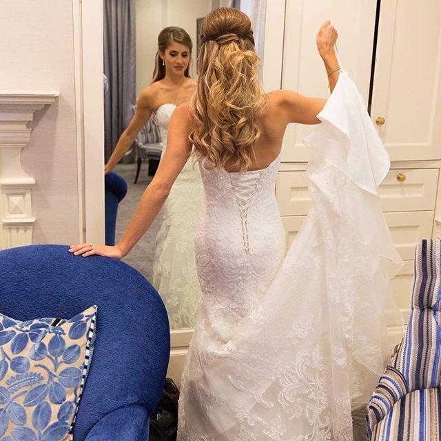 Stunning 🦄 #hair #hairstylist #hairstyles #waves #extensions #wedding #bride #weddingdress #bridalhair #theknot #makeup @blushweddingday #photographer #michaelblanchard