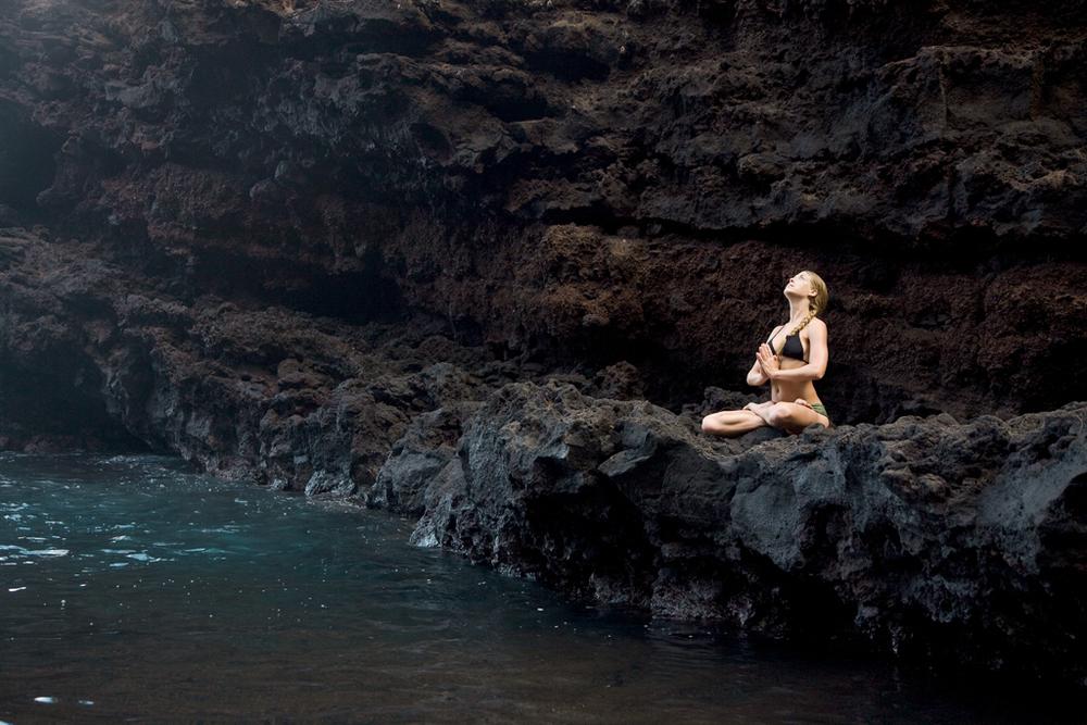 Maui REd Bch medi Rocks_01.jpg