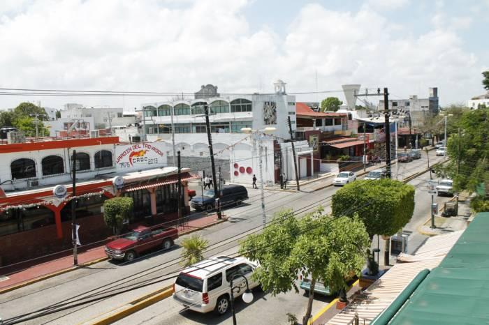 Photo Credit sipse:http://sipse.com/novedades/proponen-una-quinta-avenida-en-el-centro-de-cancun-28692.html