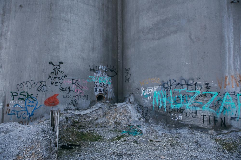 I like funny graffiti.