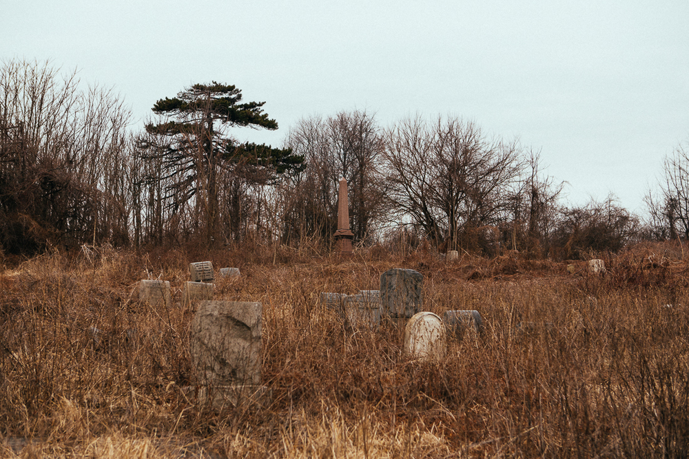 I never thought I'd see an abandoned graveyard in a major city. So creepy.