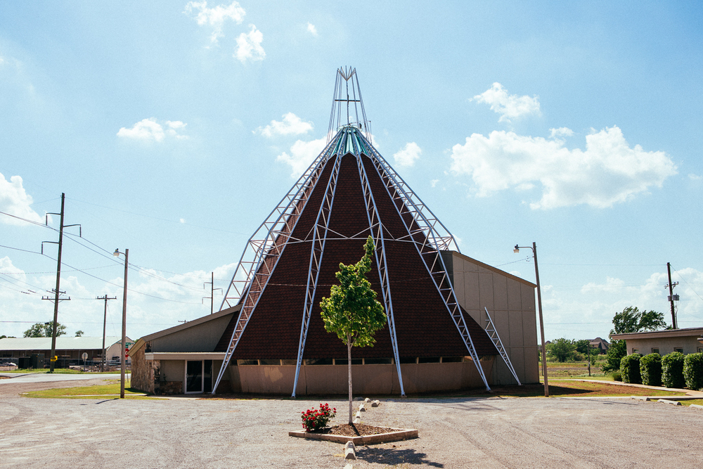 I had read there was an abandoned church which a cool modern architectural design to it, just  on the outskirts of Tulsa. I showed up to find it's recently been remodeled and is all locked up. Pretty cool, wish I could've gone inside.