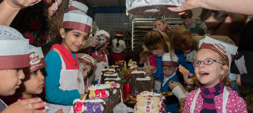 20151129 Malteser Weihnachtsbäckerei 057.jpg
