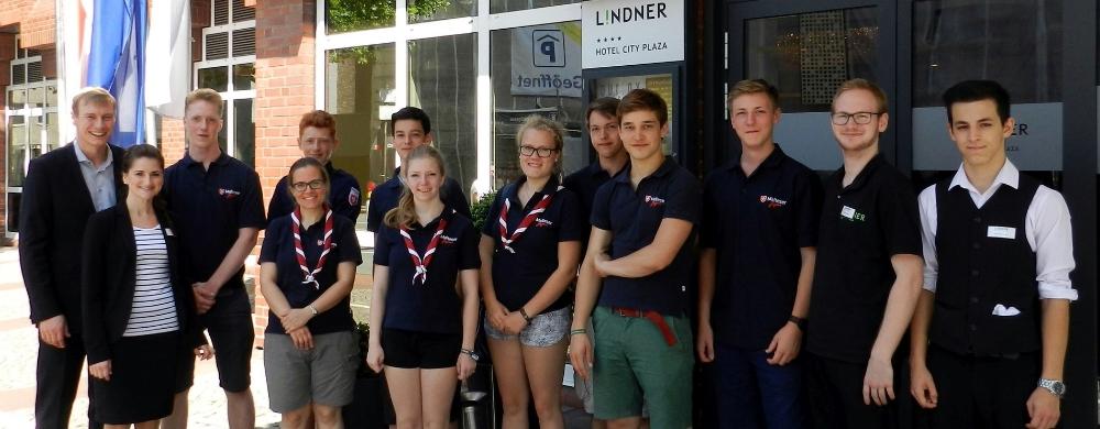1. Malteser Jugend mit dem Team des Lindner Hotel.jpg