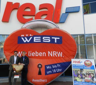 Uebergabe an real Markt Koeln Suelz 4_400_web.jpg