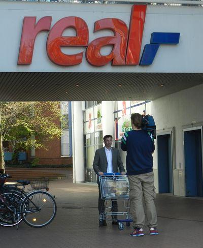 Uebergabe an real Markt Koeln Suelz 7_400_web.JPG