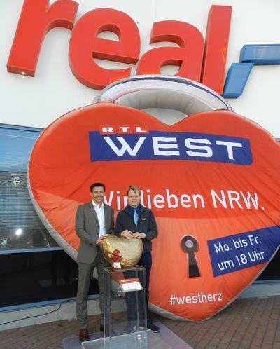 Uebergabe an real Markt Koeln Suelz 5_400_web.jpg