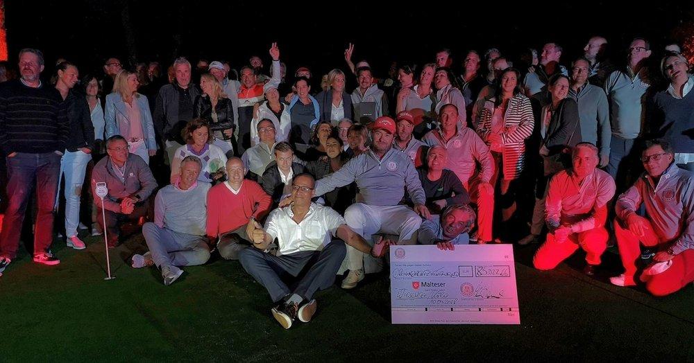 """Durch die großzügige Spendenbereitschaft der """"Kölschen Fründe"""" und ihrer Partnerunternehmen konnte am Abend des 5. Kölsche Fründe Cup die stolze Spendensumme von 83.022,66 Euro verkündet werden."""