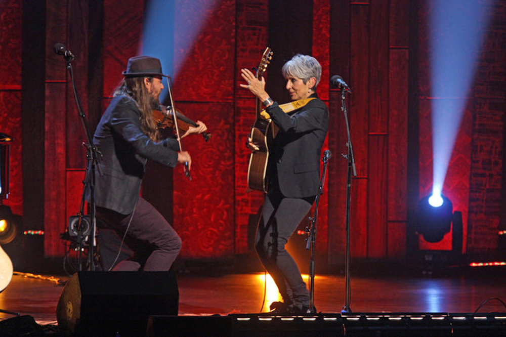 "Joan Baez and Nano Stern performing ""Gracias a la Vida"" at the Beacon Theater. Credit Hiroyuki Ito for The New York Times"