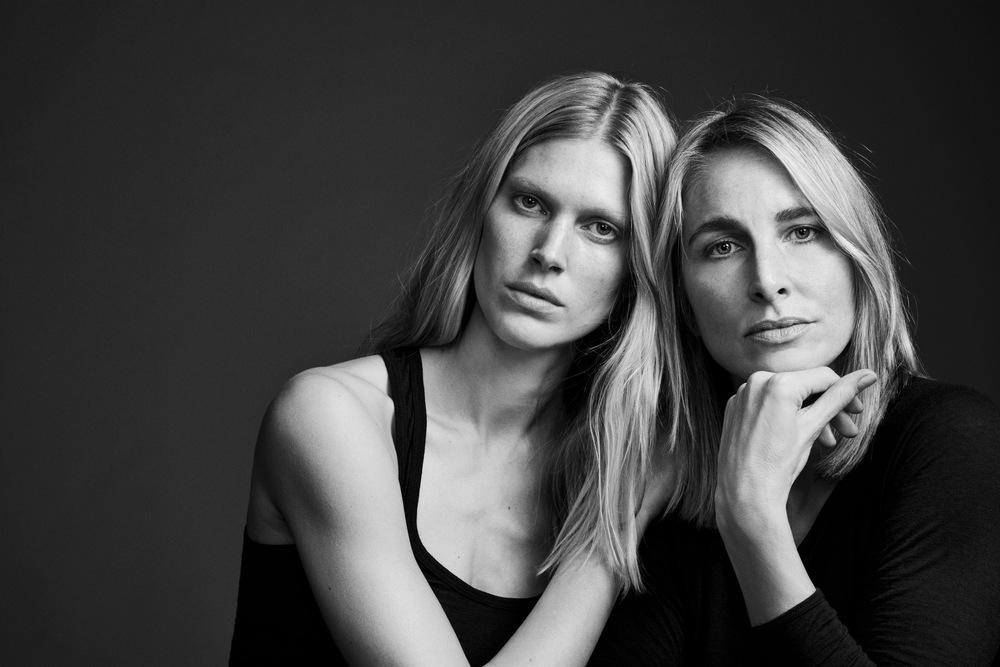 Iselin Steiro, kreativ partner, co-designer og art-directortil venstre og Lene Nordermoen,partner,gründer og designer til høyre. (Foto: Hasse Nielsen)