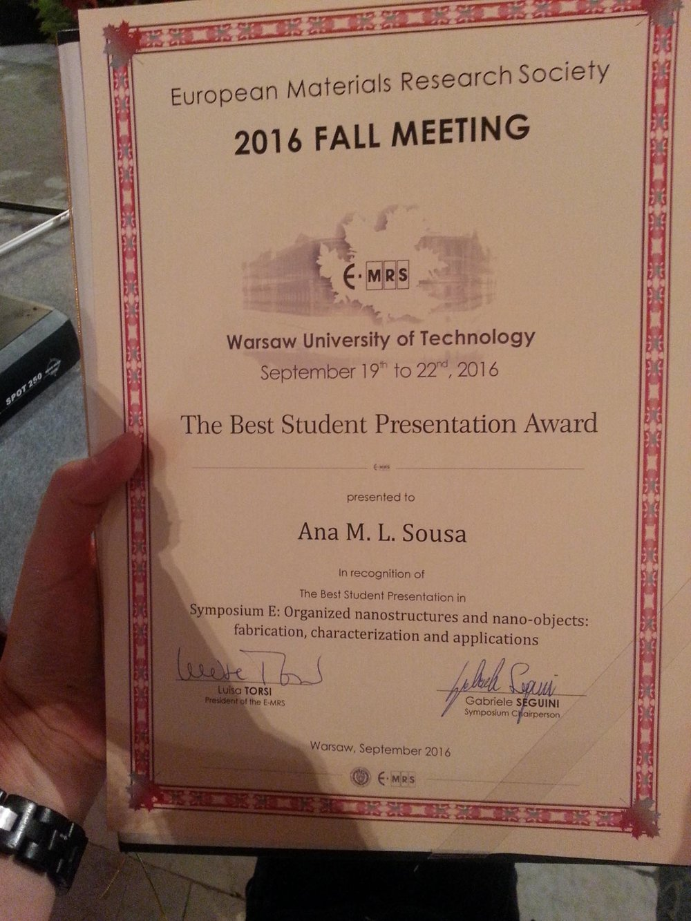 Ana wins best presentation award at e-mrs.